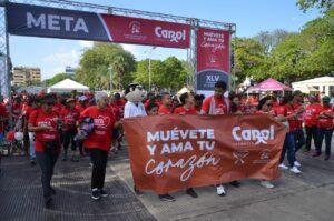 Cientos de personas participaron en la caminata por el corazón.