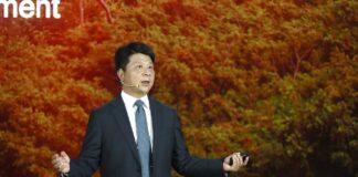 """Guo Ping, presidente rotativo de Huawei, pronuncia su discurso """"Huawei, un año más allá"""", en la 17° Global Analyst Summit en Shenzhen."""