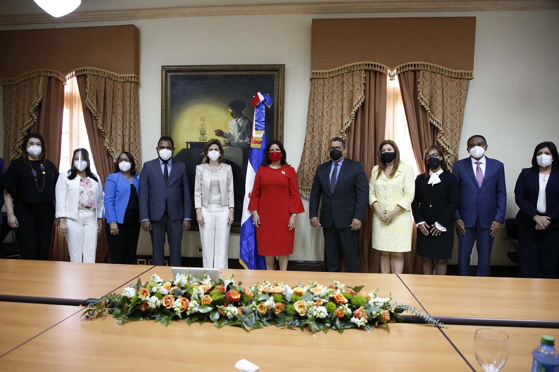 La vicepresidenta, Margarita Cedeño recibió, junto a su equipo, a la vicepresidenta electa, Raquel Peña.