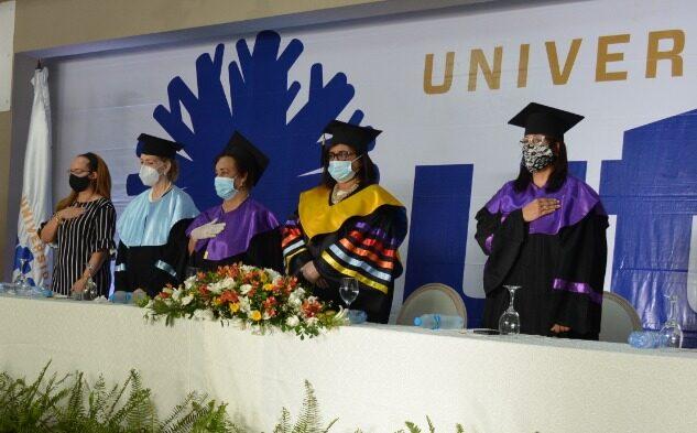 UTE. Las autoridades de la academia encabezaron la ceremonia de graduación.
