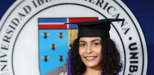 Yosarah Nicole Olivo Fernández se graduó con honores Summa Cum Laude como sicóloga clínica durante la Cuadragésima Novena Graduación Ordinaria Virtual de UNIBE.