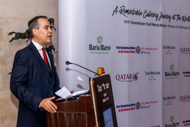 Embajador Federico Alberto Cuello, al dar la bienvenida a la cena de clausura de la Primera Semana Dominicana en Qatar.