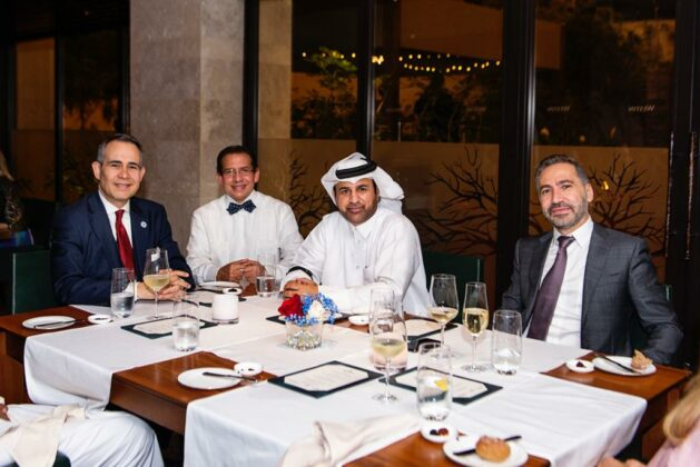 Federico Cuello Camilo junto a tres de sus invitados especiales el Dr Rubén Peralta, el Dr Khalil Al Sulaiti y Fadi el Hassan.