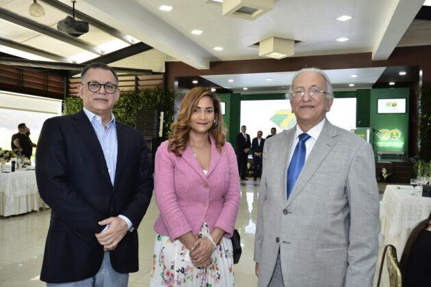 Gabriel Castro, Rosa Medrano y Julián Serulle