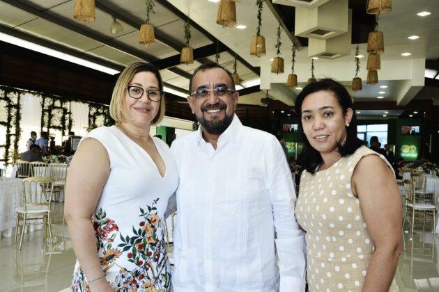 Mercedes Estévez, Eddy Peralta y María Esther Vargas