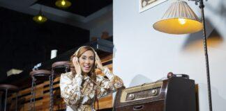 Yadhira Pimentel trae conferencias en la radio.