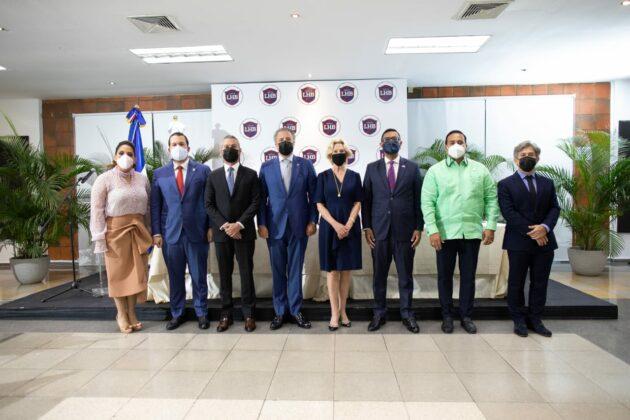 Julia Muñiz, Orlando Jorge Mera, Yaqui Nuñez del Risco Mejia, Anton Tejeda, Maureem Tejeda,Mockbul Ali, Elvys Duarte y Ernesto Portillo.