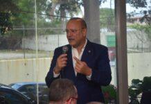 Ulises Rodríguez, director general de Proindustria, se dirige a miembros de la prensa de Santiago de los Caballeros ante quienes rindió cuentas de nueve meses de gestión.